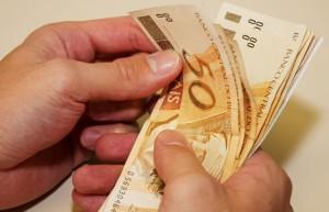 Salario mínimo aumenta para 724,00 em Janeiro de 2014